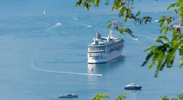 I pro e i contro di andare in vacanza in Sardegna con il traghetto