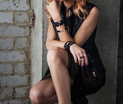 Moda donna: vestire glamour grazie alle calzature artigianali