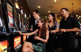 Perchè le slot machine sono vietate ai minori?