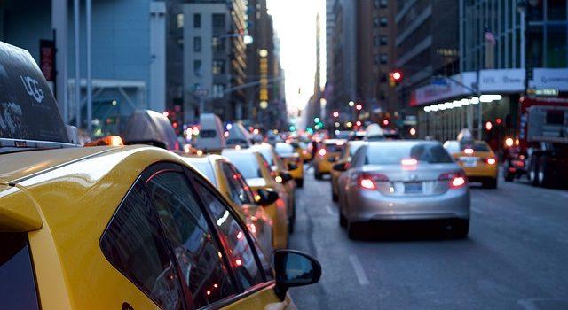 Cosa trasporta automobili? Sia sul treno che su strada?