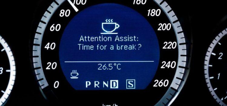 Rilevatore di stanchezza in auto: cos'è, come funziona e quando si attiva?
