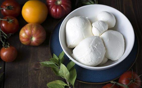 Mozzarella: fa ingrassare? Calorie e proprietà nutrizionali